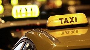 Protestní jízda taxikářů před Ministerstvem dopravy ČR